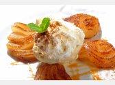 Überbackene Birne mit Zimt und Vanilleeiscreme